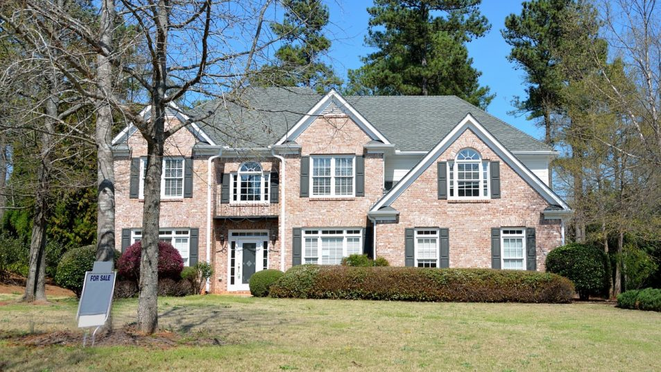Vendere casa: a chi affidarsi?